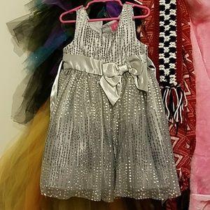 Girls gray pinky dress